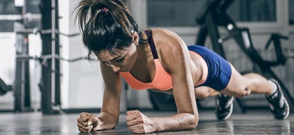 На какие мышцы влияет планка