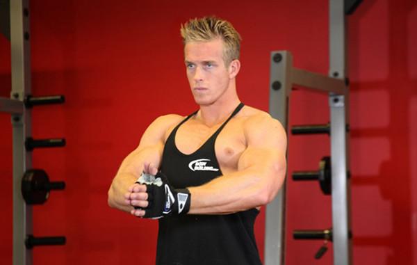 Изометрическое упражнение для грудных мышц