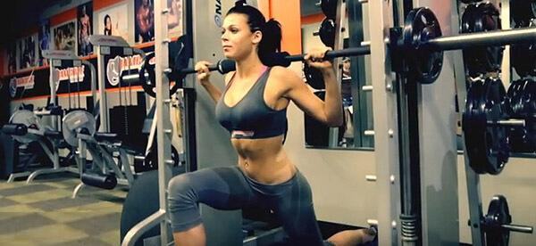 Упражнения в тренажере смита для девушек