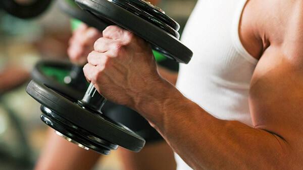 Упражнение молотки с гантелями: как выполнять подъем на бицепс