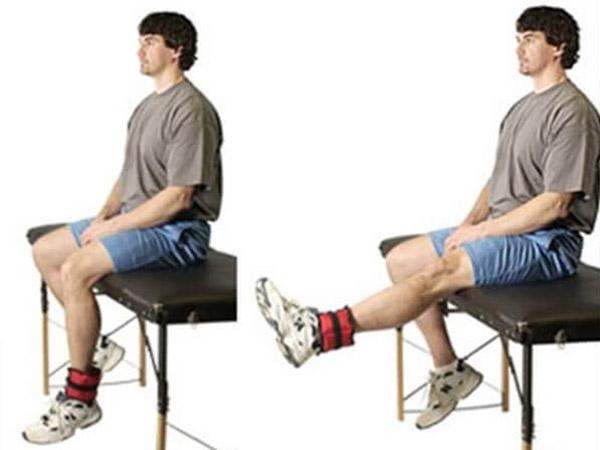 Разгибания ног сидя
