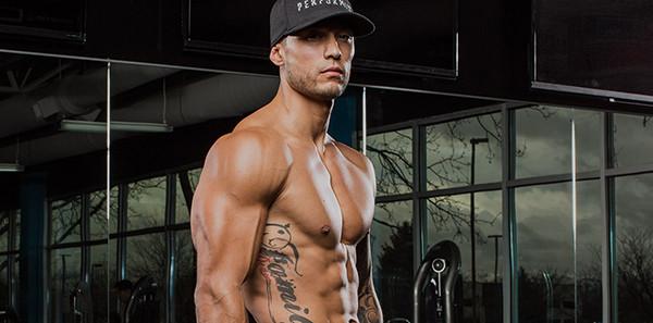 Тренировка в тренажерном зале для мужчин