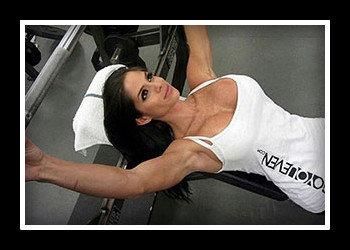 Тренировка грудных мышц в тренажерном зале для девушек. Программа на массу, для похудения