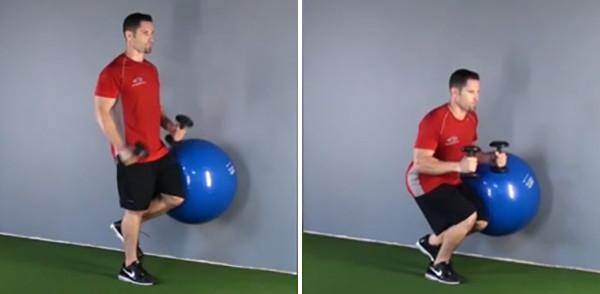 Приседания у стены с гимнастическим мячом