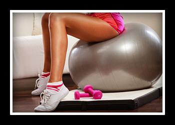 Топ самых популярных упражнений для ягодиц и ног с фитболом