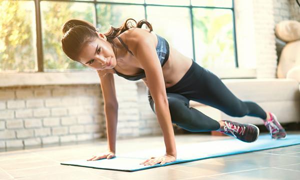 Упражнения скалолаз с поворотом ноги