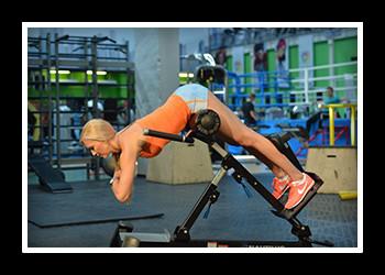 Гиперэкстензия в тренажере: какие мышцы работают