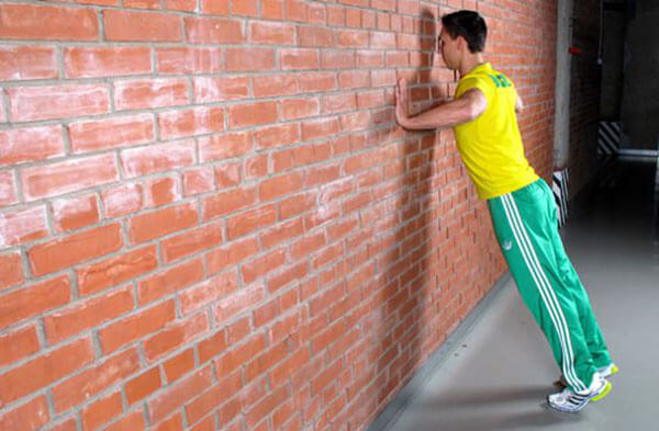 отжимания от стены фото
