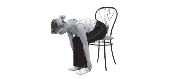 Упражнение для гибкости спины на стуле