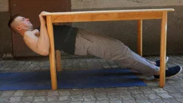 Подтягивание на столе: фото.