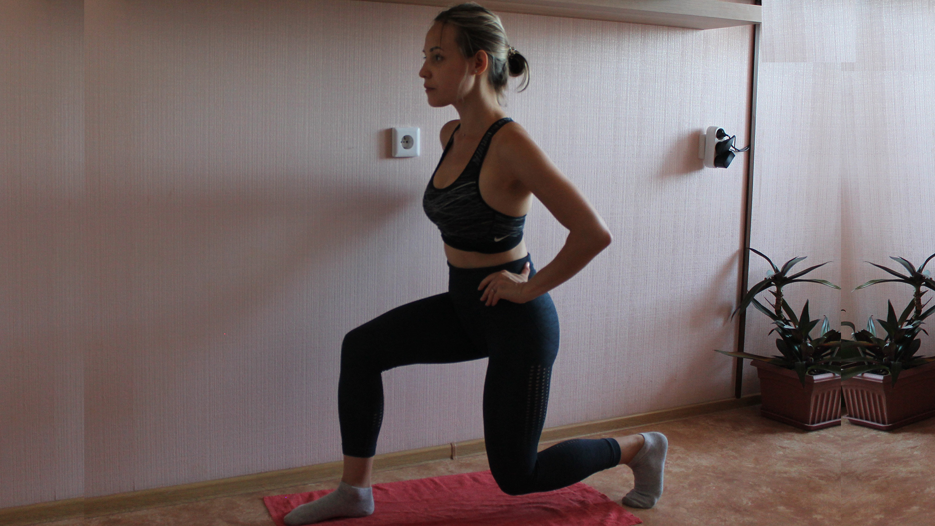 Четвертое упражнение для растяжки ягодичных мышц.