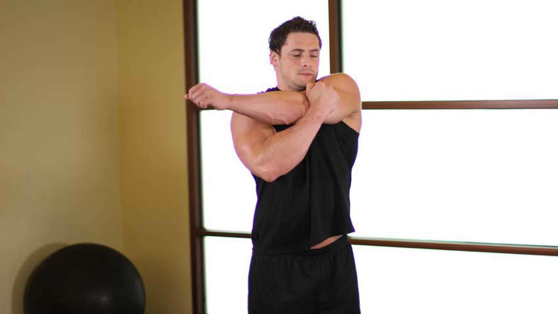 Растягивание дельтовидных мышц для мужчин: фото.