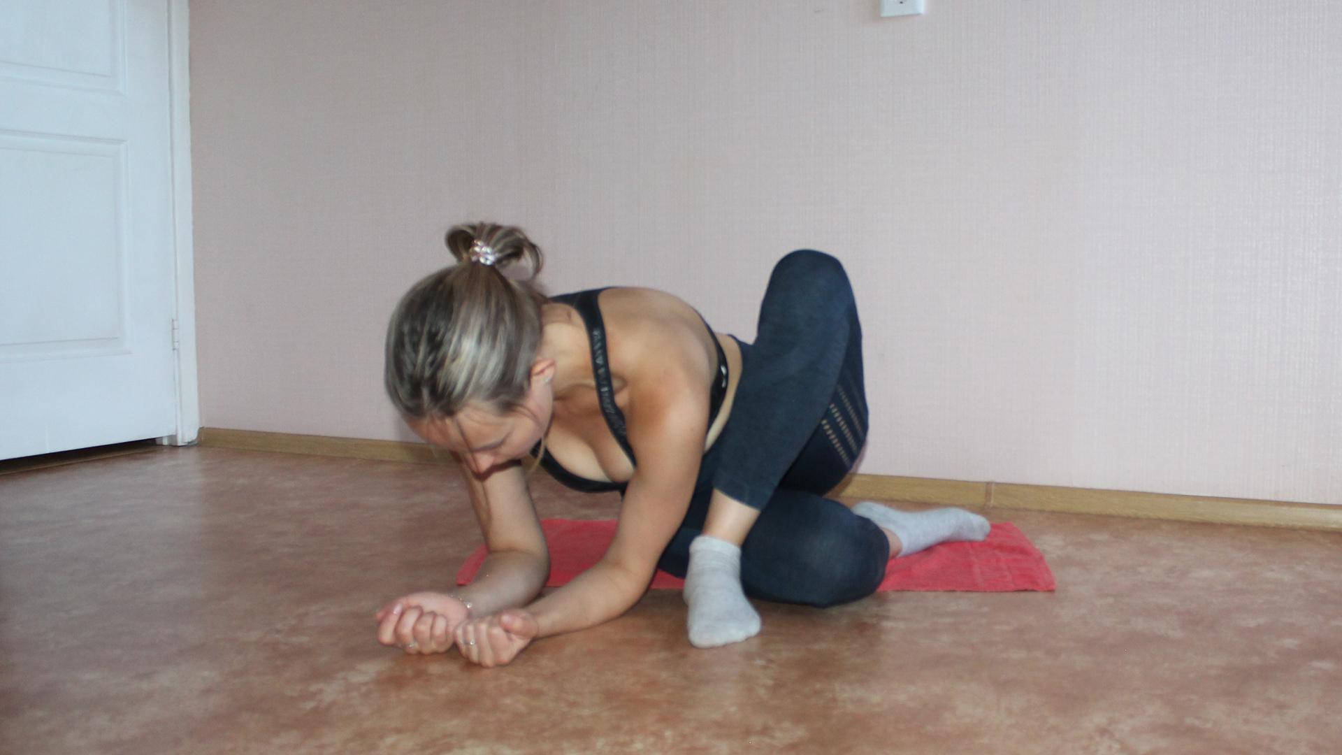 Упражнение для растяжки средней и малой ягодичной мышцы.
