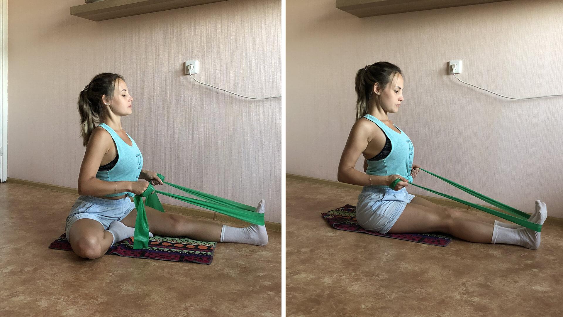 Упражнение для растяжки ног и груди с резинкой: фото.
