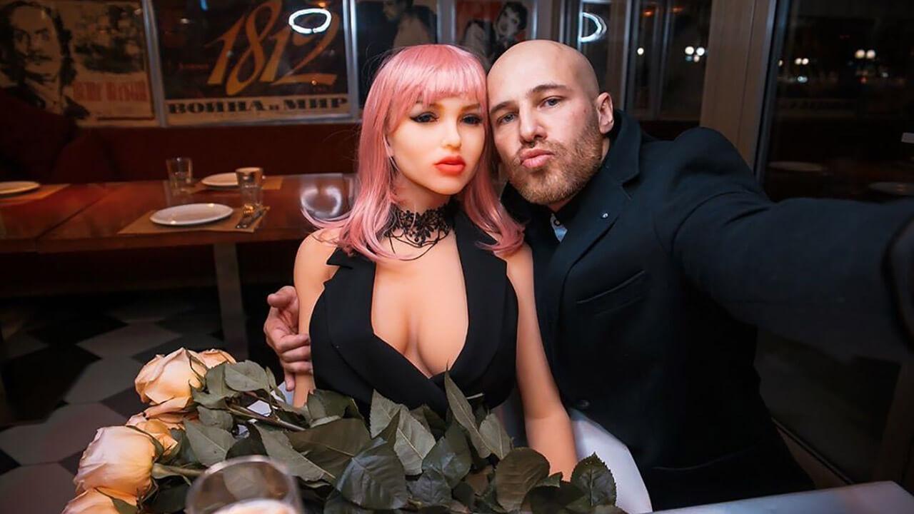 Бодибилдер женился на кукле: фото.