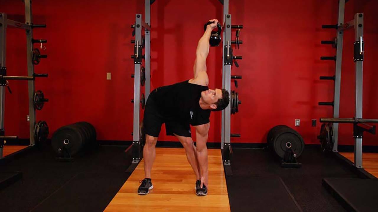 Упражнение мельница с гирей: фото.