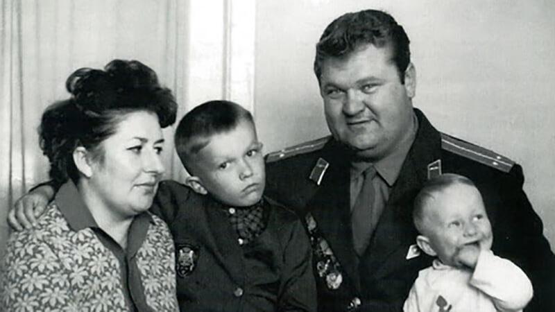 Леонид Жаботинский с семьей.