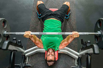 Упражнения на грудь со штангой: фото.