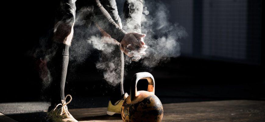 Упражнения с гирей на спину: фото.