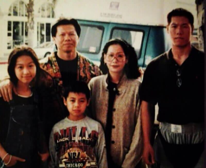 Боло Йенг с семьей.