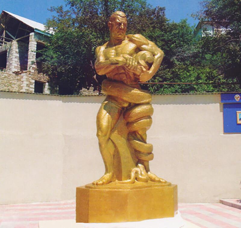 Памятник в Кикуни Осману Абдурахманову.